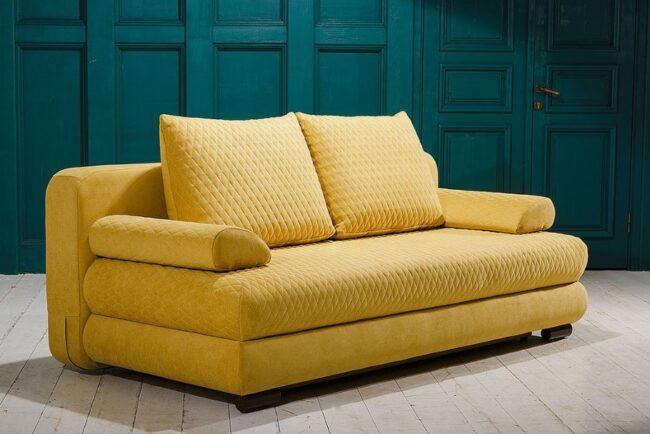Классный диван горчичного цвета
