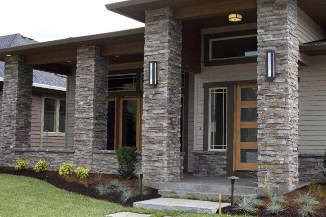 недорогая отделка фасада искусственным камнем