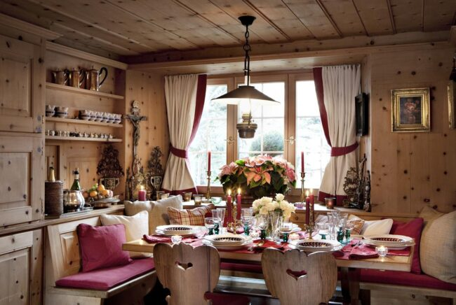 Интерьер в деревенском стиле со шторами из льна