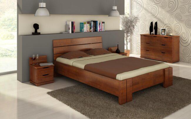 Двухспальная кровать из темного дерева